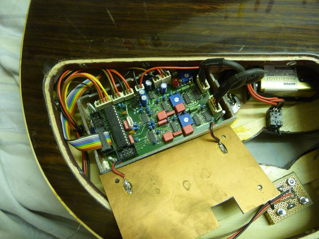 Electric Guitar With Integrated Pre Amplifier Output Jack Wiring The Is A Stereo Connected Standard Cable To An Ordinary Amp Powered By Internal 9v Battery