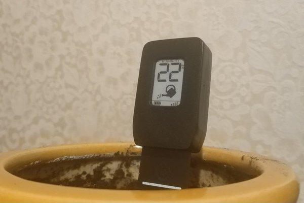 DIY Soil Moisture Sensor with E-Ink Display