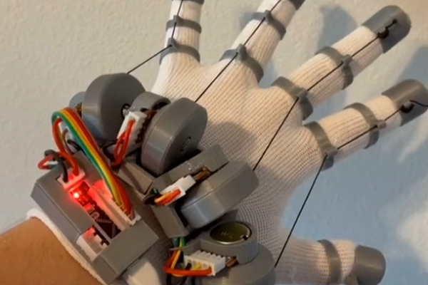 LucidVR Budget Haptic Glove