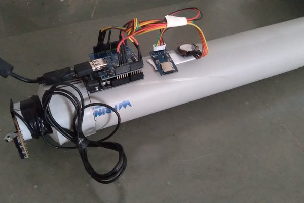 Low-cost seismograph using optical mouse